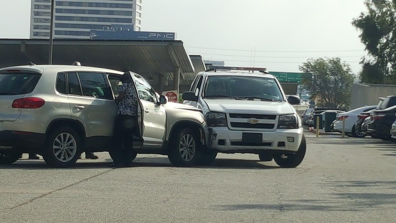 suvクラッシュ, 自動車事故, 警察の墜落事故の無料の写真素材