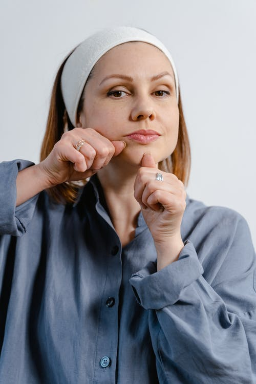 Бесплатное стоковое фото с благополучие, большой палец, брюнетка