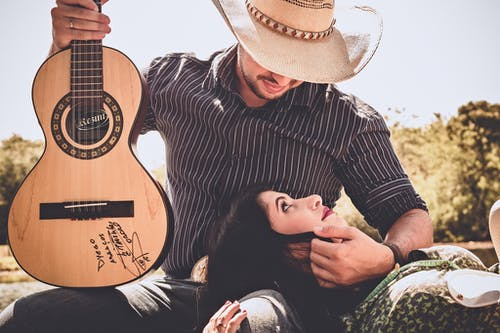 Gratis lagerfoto af flirte, folk, guitar, hånd