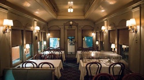 Foto profissional grátis de Alta gastronomia, janta, trem, viajando