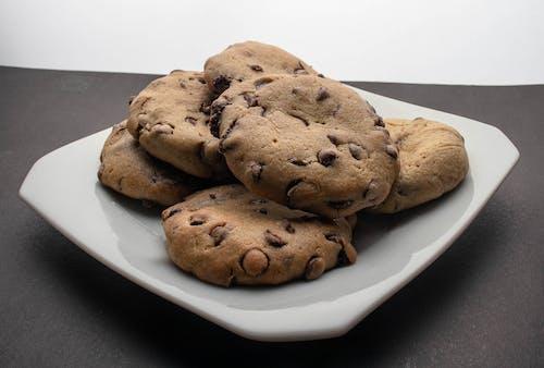Darmowe zdjęcie z galerii z chleb, ciastka z kawałkami czekolady, ciastko