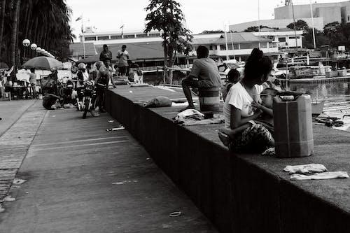 Бесплатное стоковое фото с бездомный, грудное вскармливание, мать, ребенок