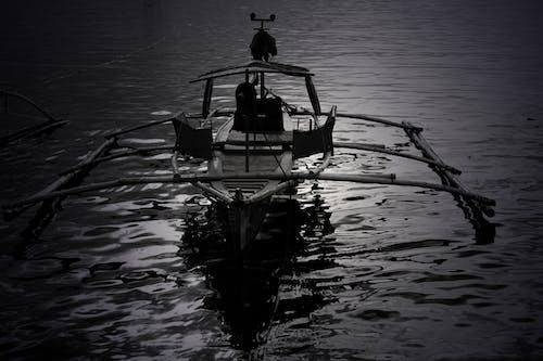 Бесплатное стоковое фото с лодка, манила, монохромный, рыбалка