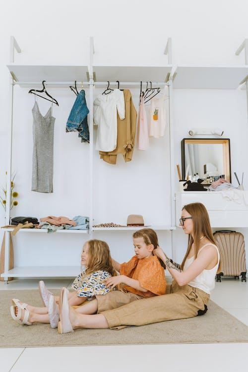 Gratis stockfoto met binnen, binnenshuis, dochters