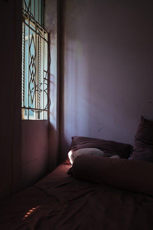 Ingyenes stockfotó ablak, ágy, ajtó témában