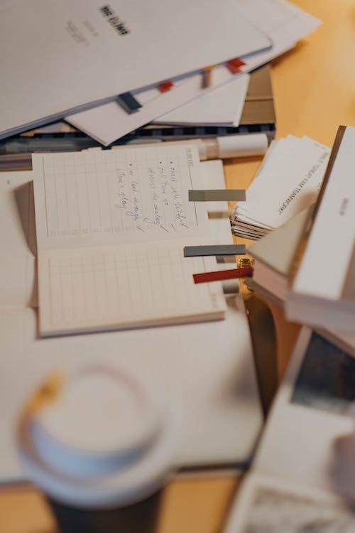 Безкоштовне стокове фото на тему «блокнот, вертикальні постріл, документ»