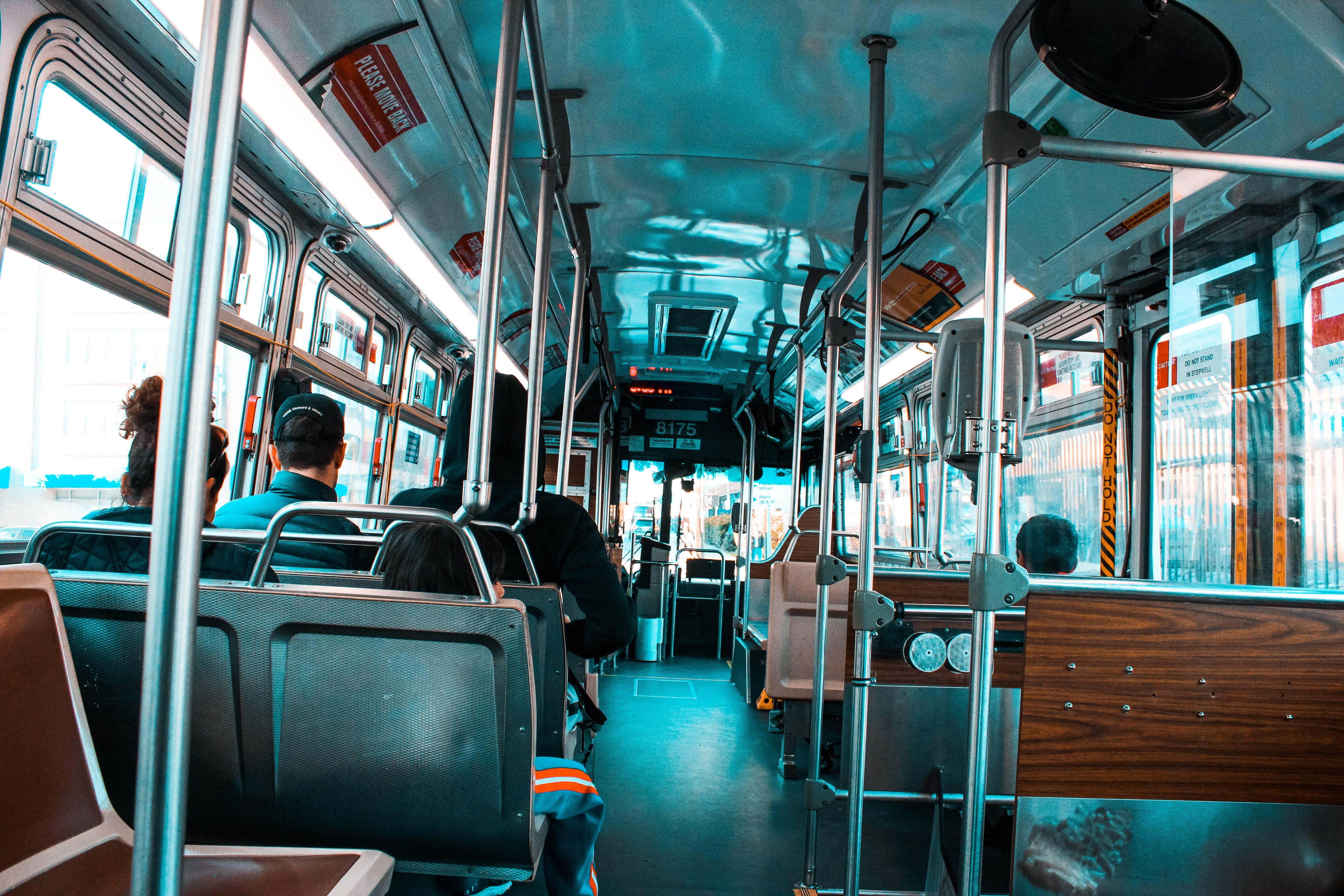 Kostenloses Stock Foto zu menschen, fahrzeug, öffentliche verkehrsmittel, bus