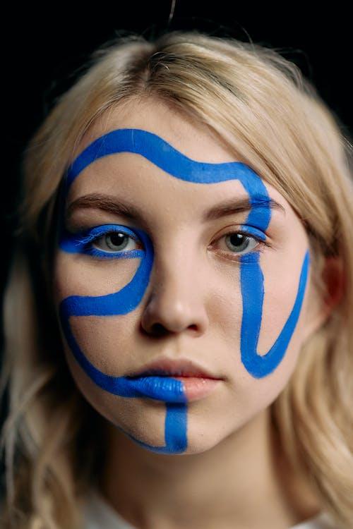 Foto stok gratis berambut pirang, cv menyilaukan, dari dekat