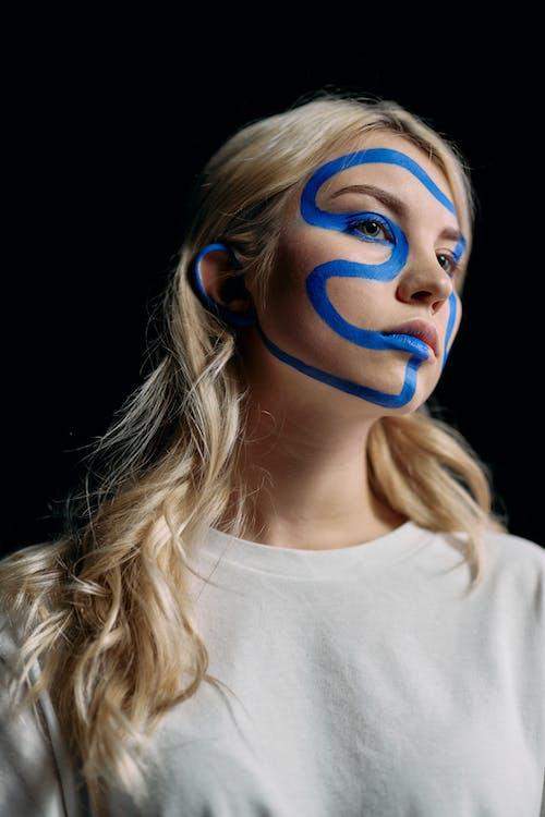 Foto stok gratis berambut pirang, bidikan sudut sempit, close-up menengah