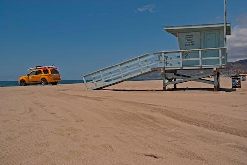 Foto profissional grátis de 4x4, à beira-mar, água