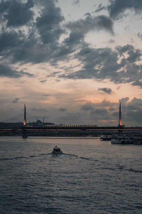 Fotobanka sbezplatnými fotkami na tému atmosféra, breh rieky, cesta