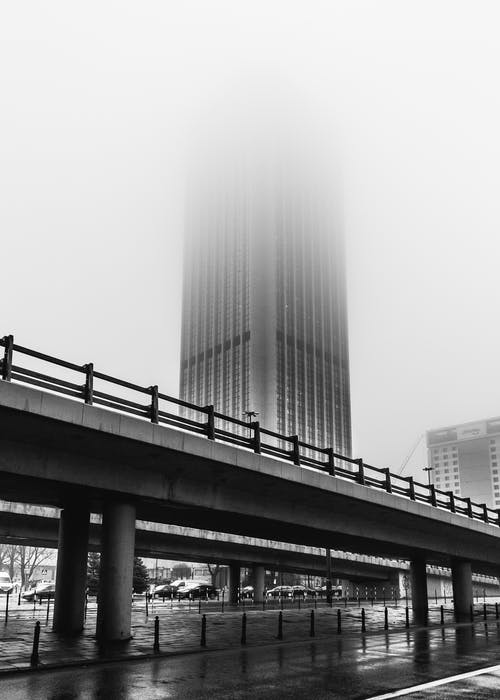 Безкоштовне стокове фото на тему «bnw, Варшава, готель, дощ»