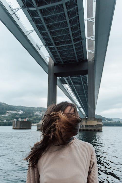 Foto profissional grátis de cabelo, cara, cobertura
