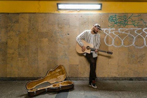 Безкоштовне стокове фото на тему «автобус, Вулиця, вуличний виконавець»