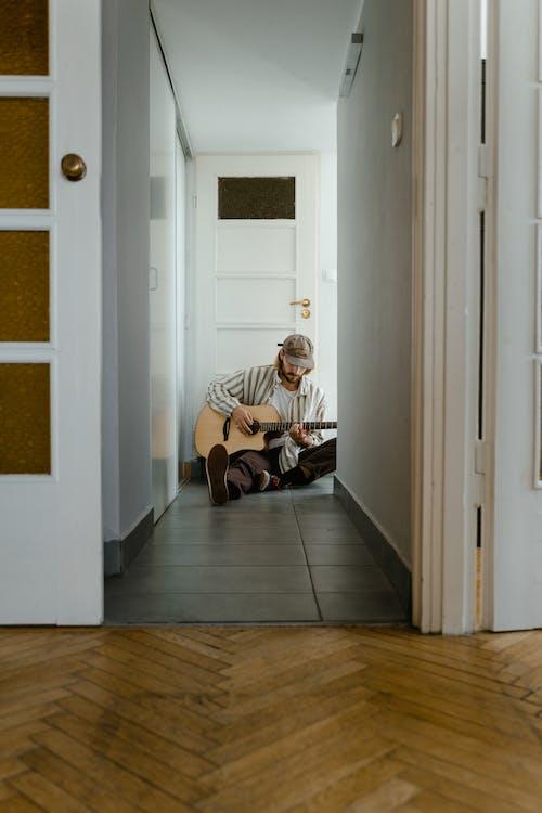 Безкоштовне стокове фото на тему «всередині, гітара, гітарист»