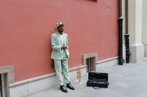 adam, afrikalı amerikalı adam, aşındırmak içeren Ücretsiz stok fotoğraf