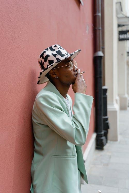 거리, 기댄, 남자의 무료 스톡 사진