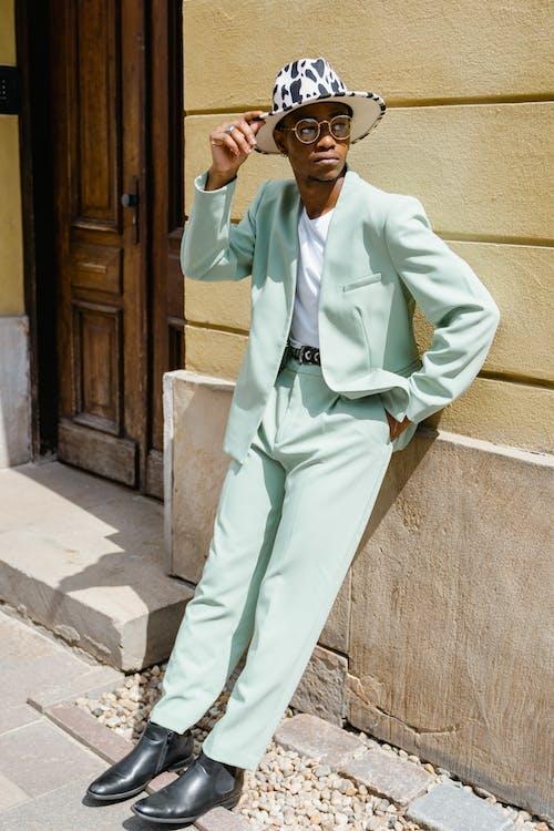 Gratis stockfoto met Afro-Amerikaanse man, bril, buiten