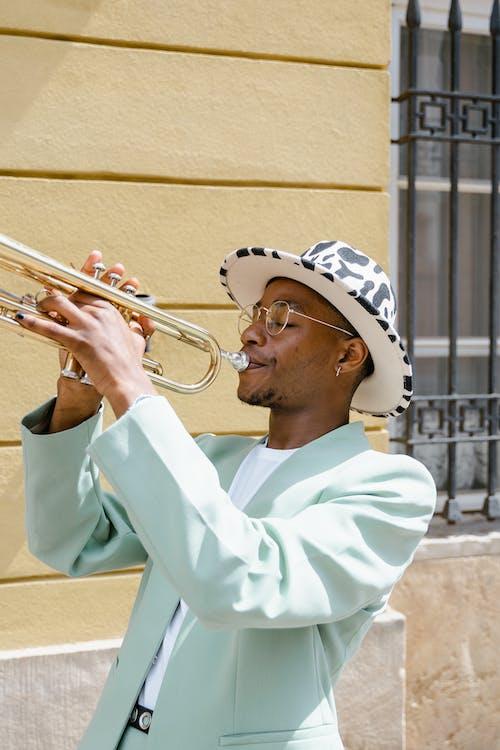 Darmowe zdjęcie z galerii z afroamerykanin, artysta uliczny, budynek