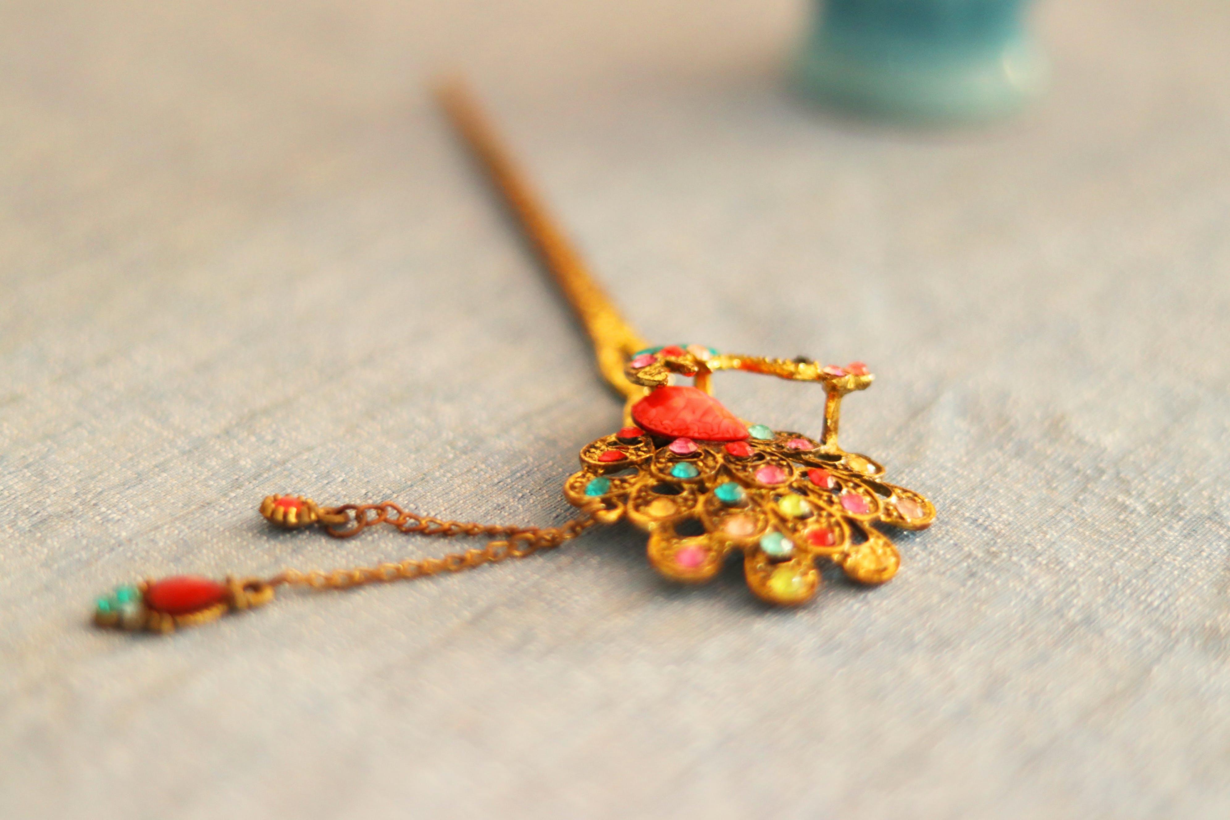 Darmowe zdjęcie z galerii z akcesorium, biżuteria, kij do włosów, kolorowy
