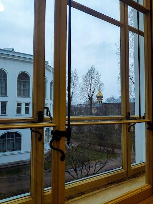 Gratis arkivbilde med buet vindu