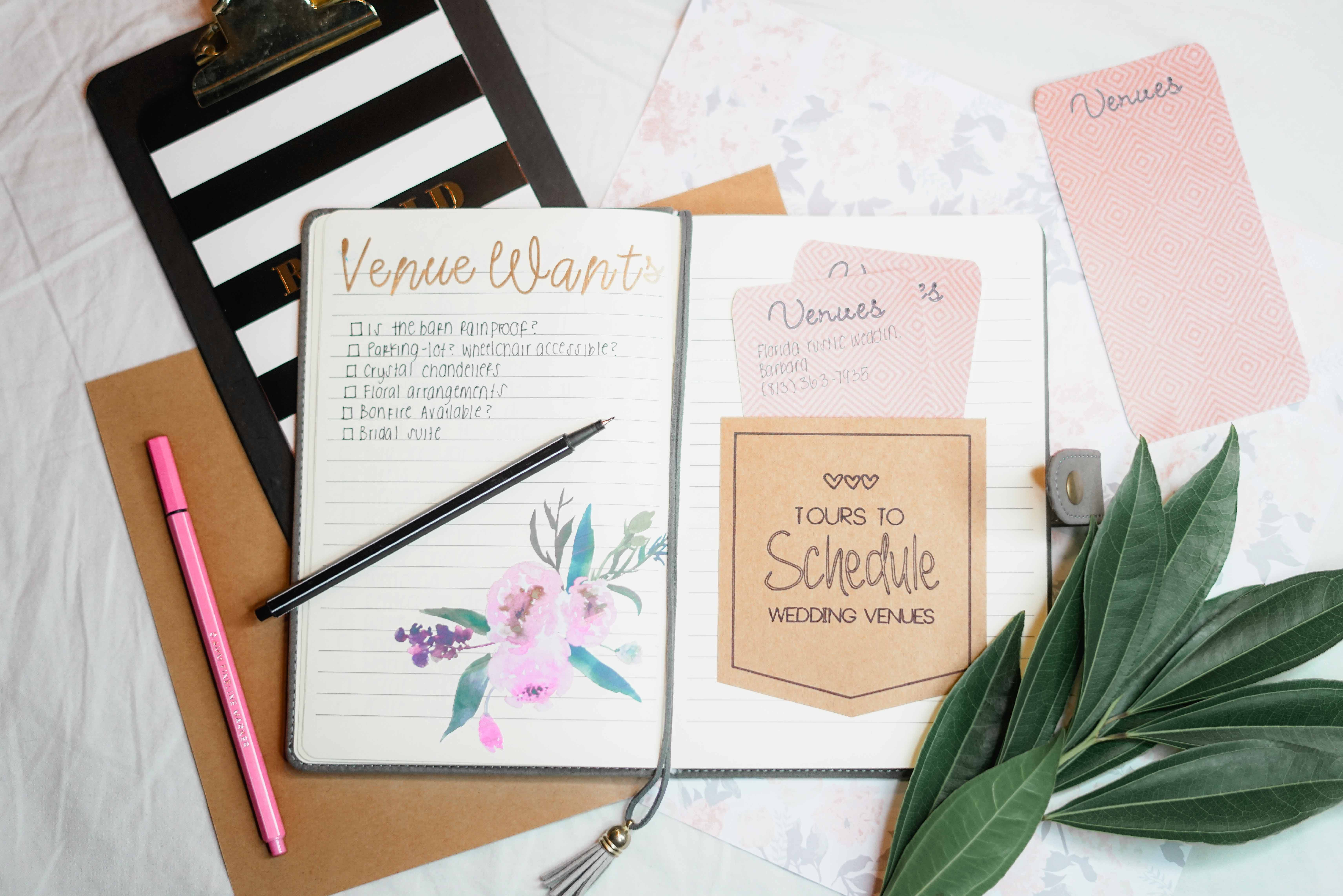 bolígrafos, cuaderno, escribiendo