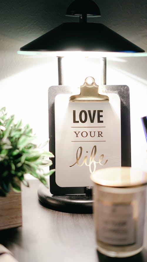 あなたの人生を愛しなさい, キャンドル, クリップボード, ランプの無料の写真素材