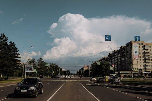 Бесплатное стоковое фото с город, дороги, дорожное движение