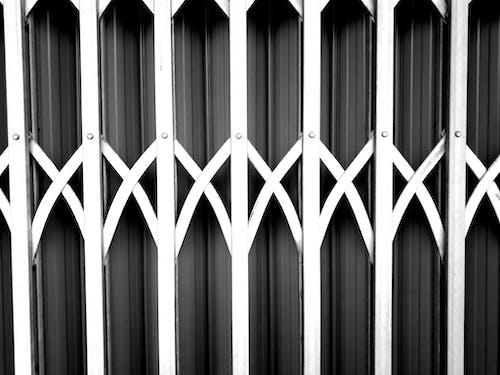 Foto d'estoc gratuïta de blanc i negre, gris, porta