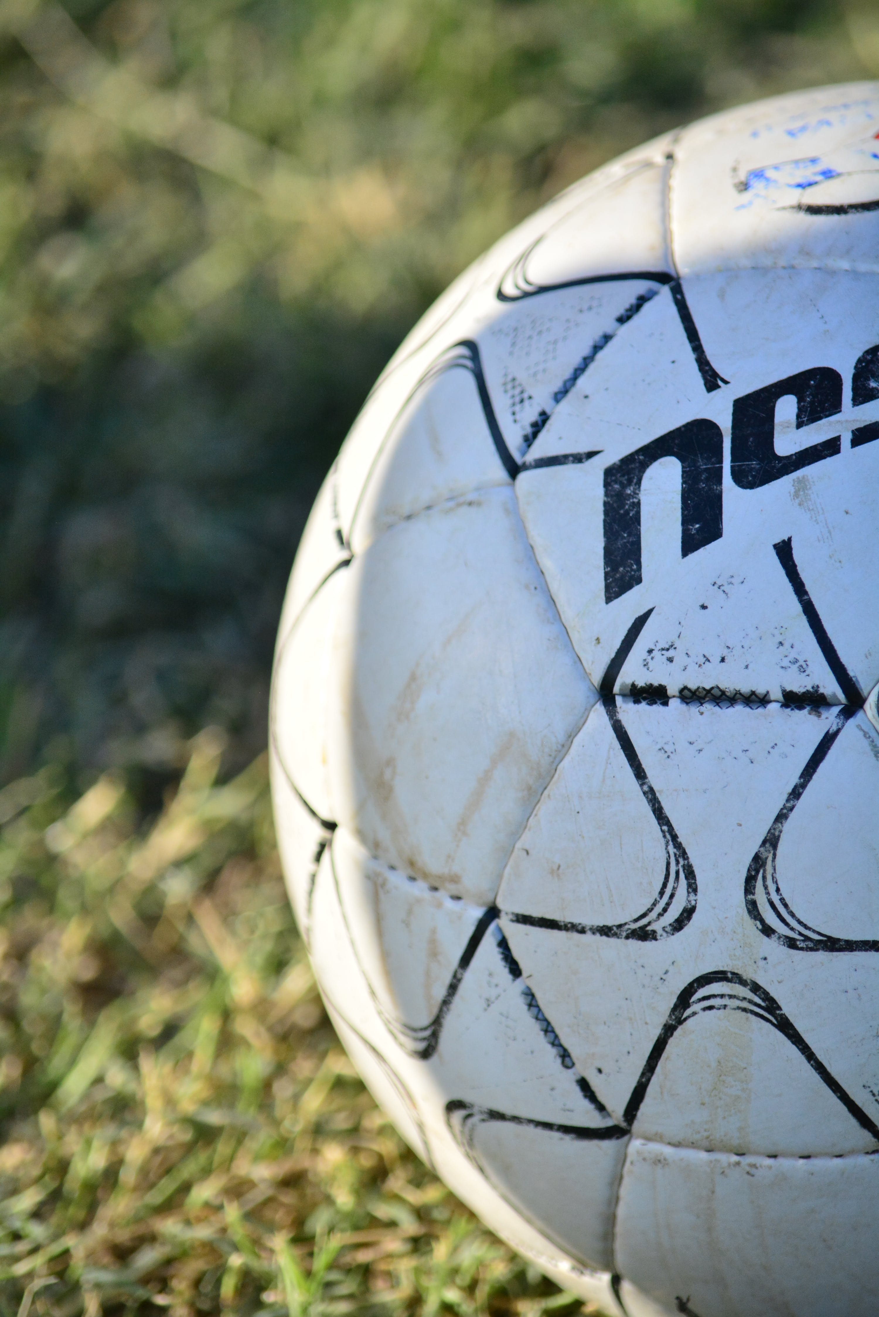 Kostenloses Stock Foto zu ball, football, fußball mädchen, fußball