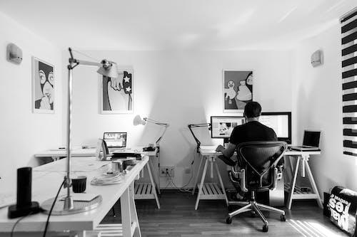 남자, 방, 블랙 앤 화이트, 사람의 무료 스톡 사진