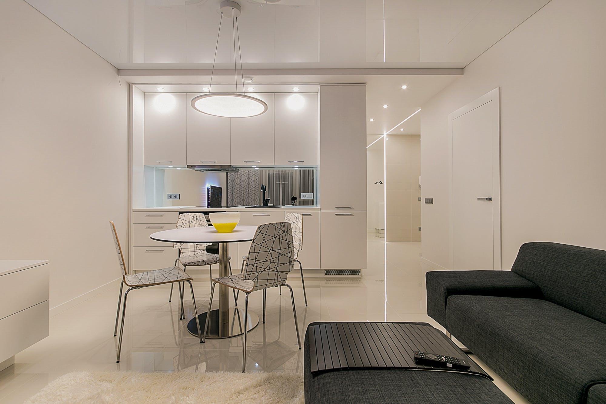 Kostenloses Stock Foto zu drinnen, innenarchitektur, kaffetisch, minimalist