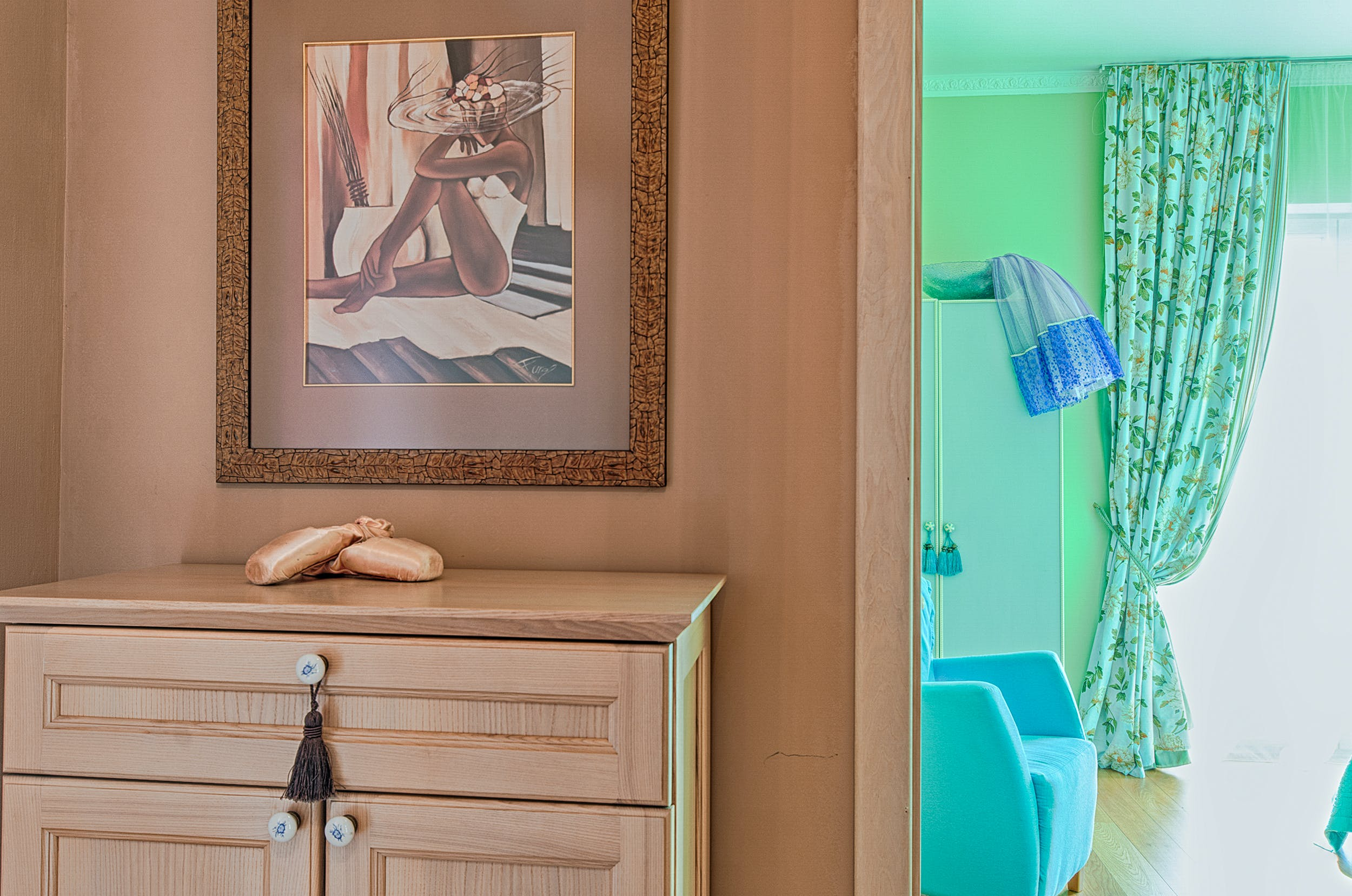 Kostenloses Stock Foto zu drinnen, innenarchitektur, kabinett, malerei