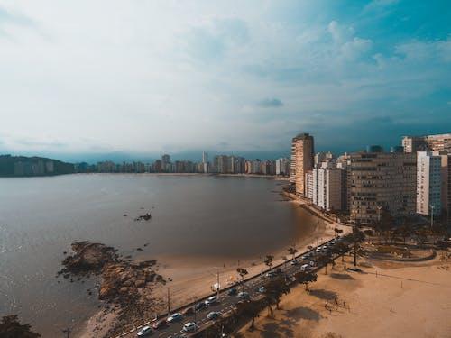 Ilmainen kuvapankkikuva tunnisteilla arkkitehtuuri, autot, hiekka, hiekkaranta