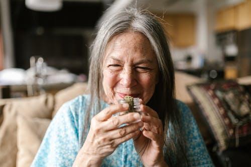 大麻, 大麻文化, 奶奶 的 免費圖庫相片