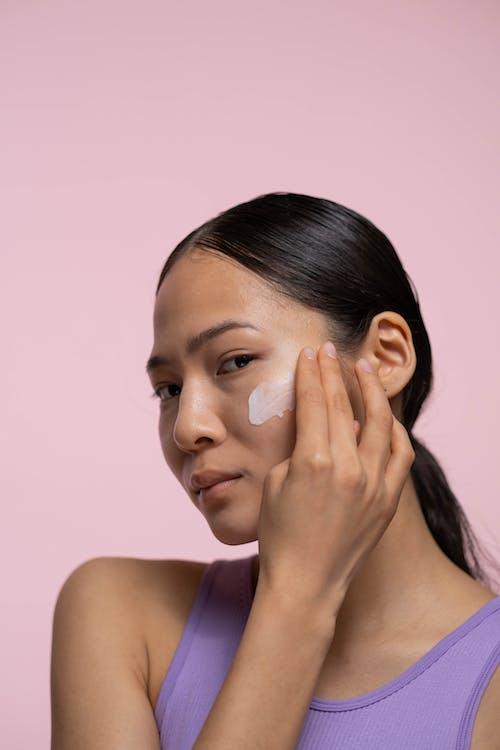 Kostenloses Stock Foto zu beauty-produkt, behandlung, bewirbt sich