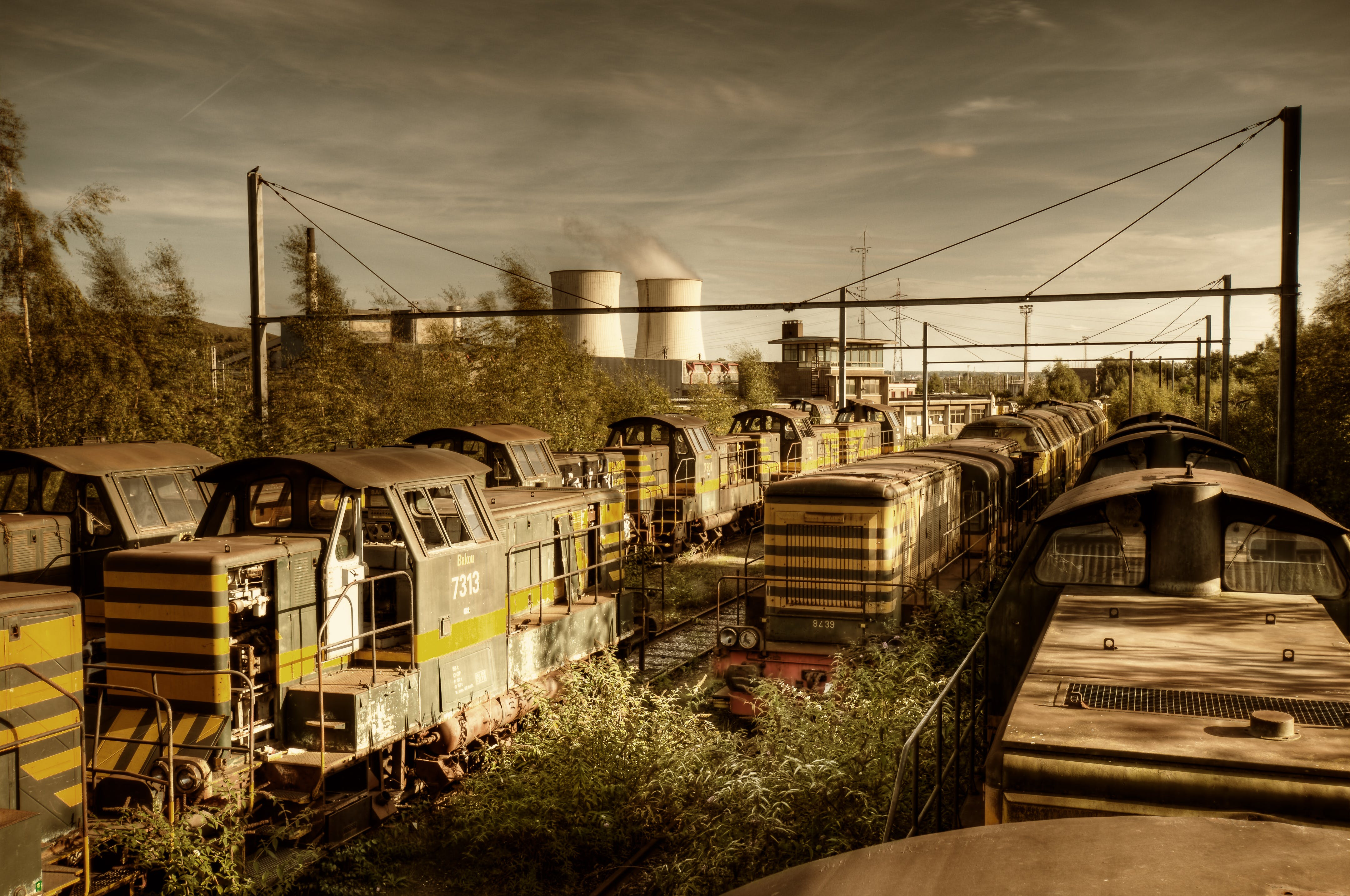 Free stock photo of sky, rooftop, rails, rust