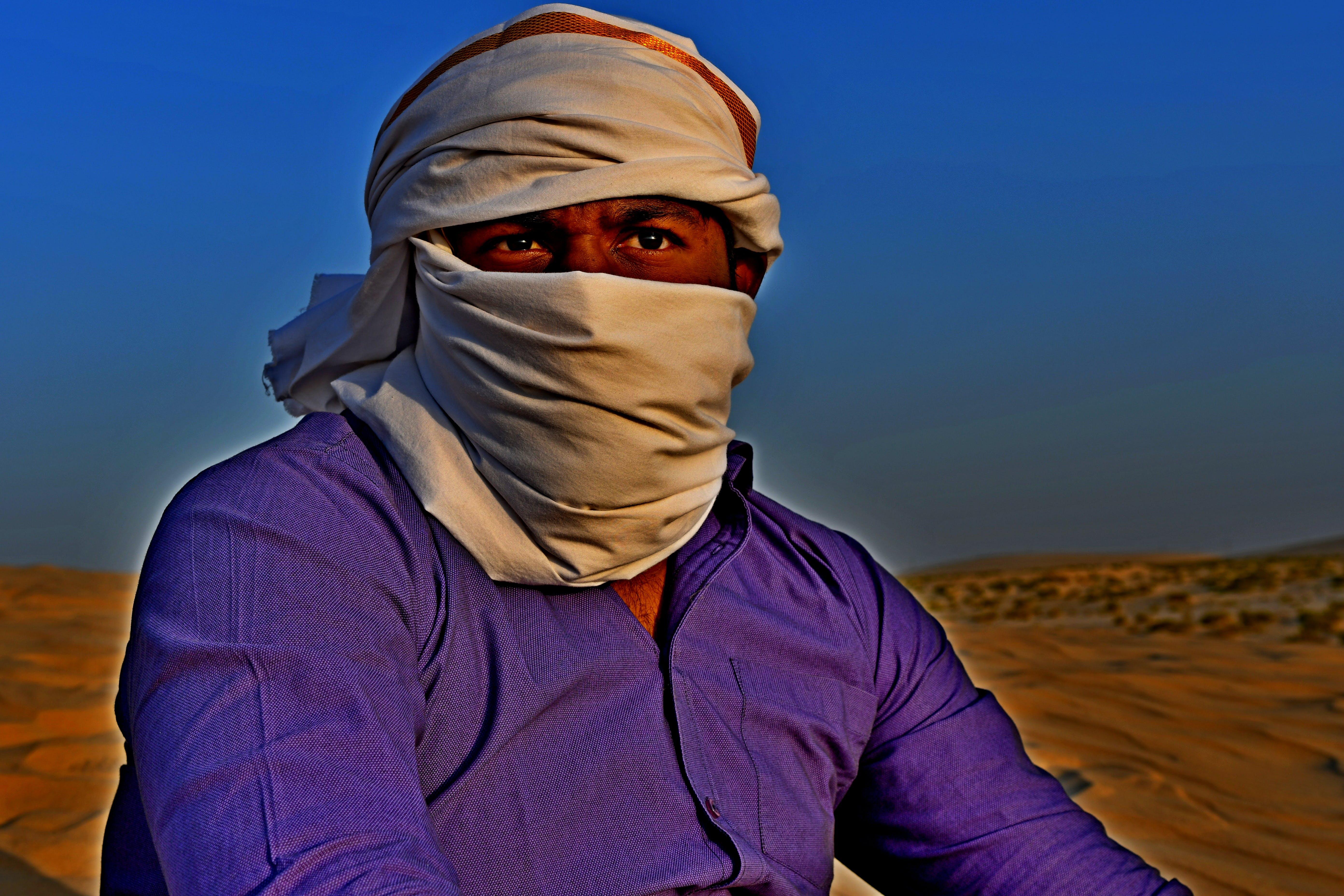 Gratis stockfoto met close-up, donkere man, duisternis in de woestijn, licht van de dag