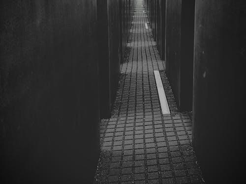 Бесплатное стоковое фото с Берлин, мемориал жертвам холокоста, серый, темный