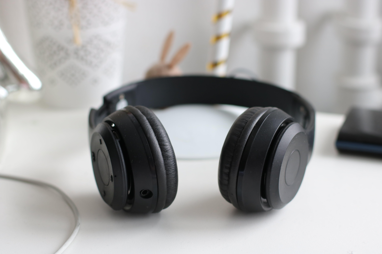 Black Cordless Headphones
