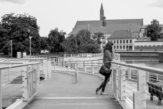 Free stock photo of black-and-white, city, fashion, woman