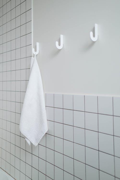 Immagine gratuita di appeso, asciugamano da bagno, bagno