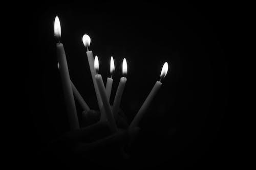 Ilmainen kuvapankkikuva tunnisteilla kynttelikkö, musta, mustavalkoinen