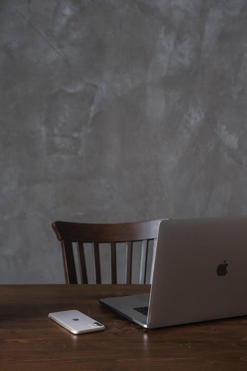 Kostenloses Stock Foto zu arbeitsplatz, computer, desktop