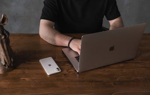 Gratis lagerfoto af bærbar computer, computer, folk