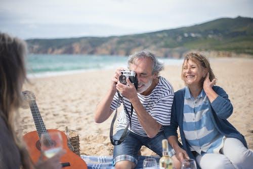 Foto profissional grátis de alegria, ao ar livre, casal