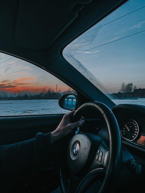 Ingyenes stockfotó autó, autózás, emberek témában
