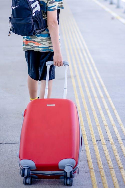 Immagine gratuita di adolescente, aeroporto, attendere