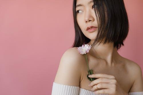 Gratis arkivbilde med ansikt, asiatisk kvinne, blomst
