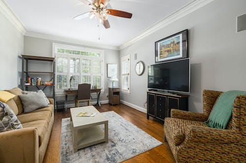 Foto profissional grátis de abajur, almofada, apartamento